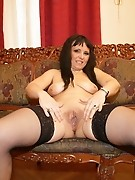 This kinky mama loves to take it all out