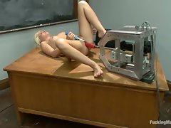 Kelly Surfer hot blonde love the fucking machine drill