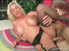 Sinful mommy gets pussy hammered