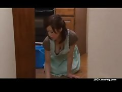www.pormo.co - Asian mom heating with skirt