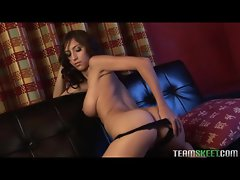 Curvy solo babe masturbates on her couch