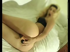 Tall and lean amateur chick masturbates