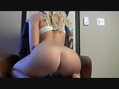 Big amateur ass on her webcam