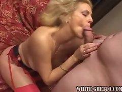 Seducting blonde mature chick fucked in her box