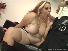 Buxom Bella meets with President Obama to discuss his cash for...