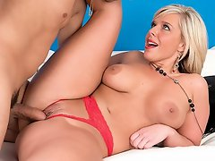 For her first video at 40SomethingMag.com, 41-year-old Carey Riley...