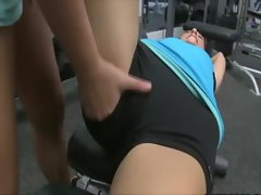 Lesbos please their pussies at the gym