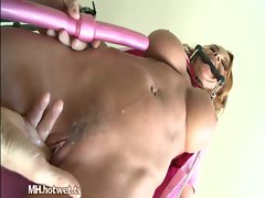 A Seductive MILF Gets Her Pussy Fired Up