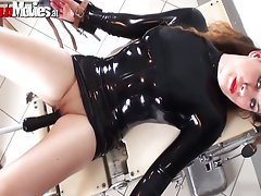 Tied up cunt gets her vagina rubber toy banged