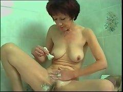 Josette shave her vagina