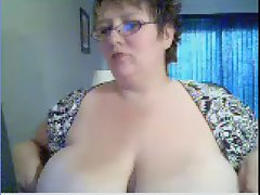 attractive mature thick mega tits on wecam