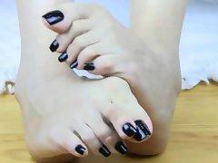 Long Asian Ebony Toes