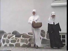 was nonnen machen in die zonne