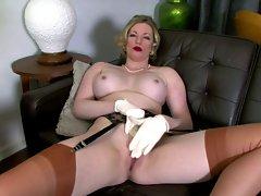 Holly Kiss - Slightly saucy fun...