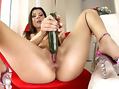 Pretty Pussy Bate Slut Cindy Hope