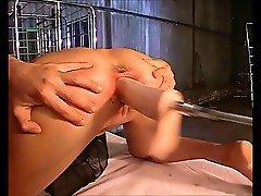 Geile Jana wird hart von einer Maschine durchgefickt