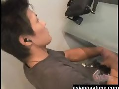 A straight Japanese guy jerks off on his laptop