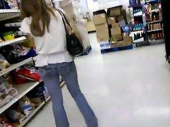 Petit cul et string qui depasse au magasin