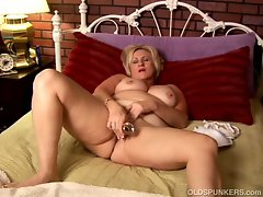 Chubby blonde granny molly plays with her dildo
