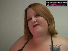 Blonde bbw gets measured and gives blowjob