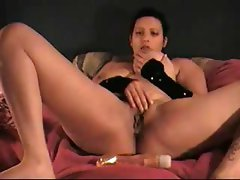 Amateur gal Caramel pounds her juicy pussy with her favorite dildo