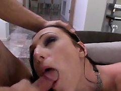 Slaveslut Victoria gets hired out