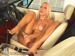 Sexy Vega Vixen toys her pussy in the car