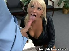 Blonde bubble butt Veronika Raquel takes a large penis