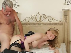 Horny MILF Nina Hartley enjoys a mature muff fucking