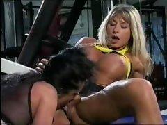 Bodybuilding milfs get pussy friendly at the gym!