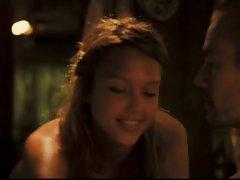 Jessica Alba in Into The Blue (Cameltoe)