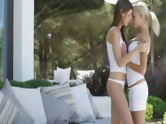 Art lesbian babes in spanish grass