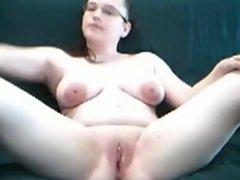Daisy masturbating and cumming for my boyfriend