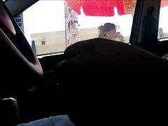 MASTURBANDOME EN EL CARRO 14