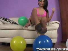 Teen looner babe pops balloons in a cute bikini