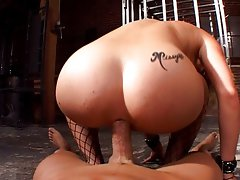 Missy likes to fuck and suck