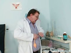 Chubby mature bozena goes to her gynecologist