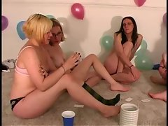 Teens dare to perform oral