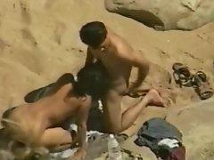 GF gives voyeur BJ at the beach
