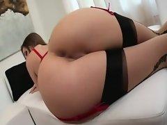 Morena follando en sexy lenceria roja