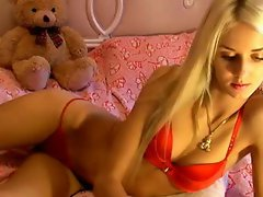 hot blonde girl in free chat at SexAtCams.com