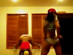 2 Naughty butt Twerking Black Hoodrats Stripper Rehearsal - Ameman