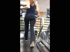 AMAZING spandex gym booty!