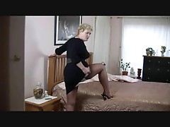 Lady Shows All 1