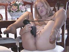 Mature Slutty Sammi gets off with her high heels (TheNylonChannel)