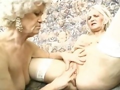 Cute mature woman sucks her first dick in a long time