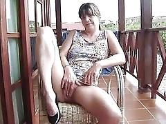 Une salope sur le balcon