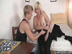 She allows him drill her old cunt
