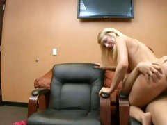 Missy Woods love pumping hard a long pipe