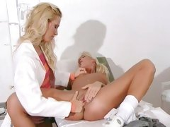 vega Vixen hot doctor finger the cunt of her patient